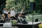 Valmieras pusē, Kocēnu novada Dikļos – Neikenkalna dabas koncerzālē zem saules apspīdētām, gubu mākoņu rotātām augusta debesīm izskanēja koncerts dzīv 23