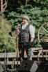 Valmieras pusē, Kocēnu novada Dikļos – Neikenkalna dabas koncerzālē zem saules apspīdētām, gubu mākoņu rotātām augusta debesīm izskanēja koncerts dzīv 25