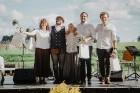 Valmieras pusē, Kocēnu novada Dikļos – Neikenkalna dabas koncerzālē zem saules apspīdētām, gubu mākoņu rotātām augusta debesīm izskanēja koncerts dzīv 30