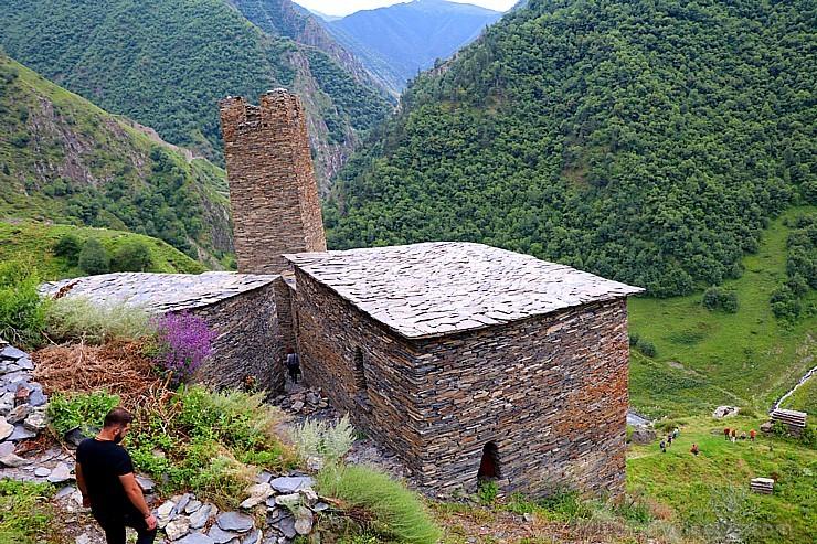 Travelnews.lv apmeklē Mutso ciemu Kaukāza kalnos un iepazīst viduslaiku cietoksni.  Atbalsta: Georgia.Travel