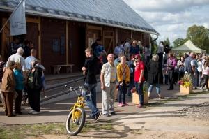 Alūksnē lustīgi svin Bānīša svētkus - vienīgā regulāri kursējošā šaursliežu dzelzceļa vilciena 116.dzimšanas dienu 8
