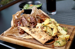 Travelnews.lv izbauda ģimenes restorāna «Hercogs Ādaži» ēdienkarti un atmosfēru 13