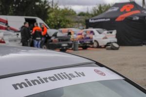 Sacensību laikā Saldū 69 ekipāžu dalībnieki veica sešus ātrumposmu 55 kilometrus garajā distancē 4