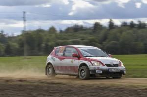 Sacensību laikā Saldū 69 ekipāžu dalībnieki veica sešus ātrumposmu 55 kilometrus garajā distancē 16