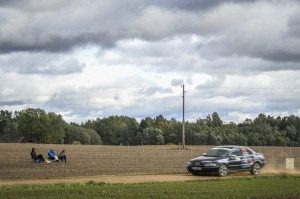 Sacensību laikā Saldū 69 ekipāžu dalībnieki veica sešus ātrumposmu 55 kilometrus garajā distancē 22