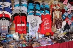 Travelnews.lv iepazīst Domabajā suvenīru tirgu tūristiem. Atbalsta: Magtur 30