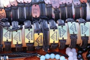 Travelnews.lv iepazīst Domabajā suvenīru tirgu tūristiem. Atbalsta: Magtur 34