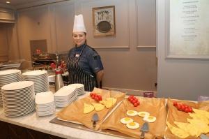 Tūrisma firma «Cruiselines» pie brokastu galda restorānā «Snob» iepazīstina ar  premium klases kruīzu kompāniju «Ponant» 32