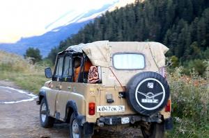 Travelnews.lv ar apvidus spēkratu «UAZ» dodas Kaukāza kalnu bezceļos. Atbalsta: Magtur 7