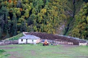 Travelnews.lv ar apvidus spēkratu «UAZ» dodas Kaukāza kalnu bezceļos. Atbalsta: Magtur 10