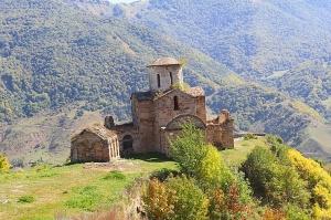 Travelnews.lv apmeklē pamestu 10.gadsimta kristiešu Sentinskas dievnamu. Atbalsta: Magtur 10