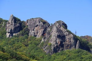 Travelnews.lv apmeklē darbojošu 10. gadsimta kristiešu Šoanina dievnamu osetīņu ciemā. Atbalsta: Magtur 8