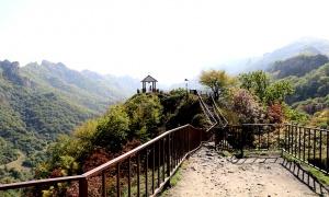 Travelnews.lv apmeklē darbojošu 10. gadsimta kristiešu Šoanina dievnamu osetīņu ciemā. Atbalsta: Magtur 21
