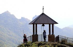 Travelnews.lv apmeklē darbojošu 10. gadsimta kristiešu Šoanina dievnamu osetīņu ciemā. Atbalsta: Magtur 22