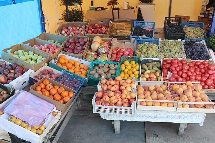 Karačaja-Čerkesijas republikā ēdienā tiek akcentēts garšīgs šašliks, bet augļus un dārzeņus ieved galvenokārt no citurienes. Atbalsta: Magtur
