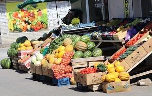 Karačaja-Čerkesijas republikā ēdienā tiek akcentēts garšīgs šašliks, bet augļus un dārzeņus ieved galvenokārt no citurienes. Atbalsta: Magtur 16