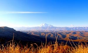 Travelnews.lv rīta agrumā apjūsmo Eiropas augstāko virsotni Elbruss. Atbalsta: Magtur 4