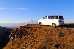 Travelnews.lv rīta agrumā apjūsmo Eiropas augstāko virsotni Elbruss. Atbalsta: Magtur 6