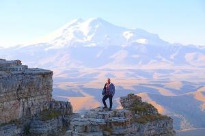 Travelnews.lv rīta agrumā apjūsmo Eiropas augstāko virsotni Elbruss. Atbalsta: Magtur 10
