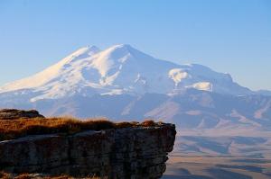 Travelnews.lv rīta agrumā apjūsmo Eiropas augstāko virsotni Elbruss. Atbalsta: Magtur 12