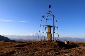 Travelnews.lv rīta agrumā apjūsmo Eiropas augstāko virsotni Elbruss. Atbalsta: Magtur 13