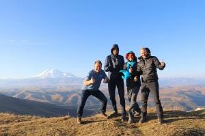 Travelnews.lv rīta agrumā apjūsmo Eiropas augstāko virsotni Elbruss. Atbalsta: Magtur 14