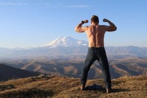 Travelnews.lv rīta agrumā apjūsmo Eiropas augstāko virsotni Elbruss. Atbalsta: Magtur 16
