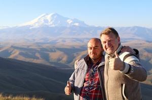 Travelnews.lv rīta agrumā apjūsmo Eiropas augstāko virsotni Elbruss. Atbalsta: Magtur 18