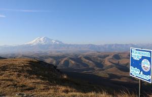 Travelnews.lv rīta agrumā apjūsmo Eiropas augstāko virsotni Elbruss. Atbalsta: Magtur 22
