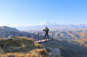 Travelnews.lv rīta agrumā apjūsmo Eiropas augstāko virsotni Elbruss. Atbalsta: Magtur 28