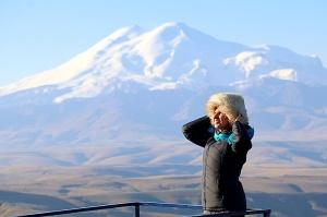 Travelnews.lv rīta agrumā apjūsmo Eiropas augstāko virsotni Elbruss. Atbalsta: Magtur 29
