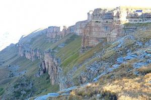Travelnews.lv rīta agrumā apjūsmo Eiropas augstāko virsotni Elbruss. Atbalsta: Magtur 31