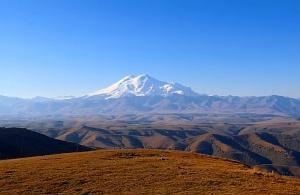 Travelnews.lv rīta agrumā apjūsmo Eiropas augstāko virsotni Elbruss. Atbalsta: Magtur 34