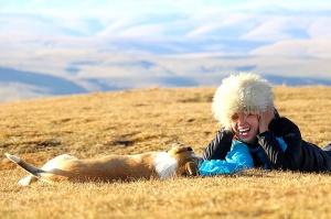 Travelnews.lv rīta agrumā apjūsmo Eiropas augstāko virsotni Elbruss. Atbalsta: Magtur 37