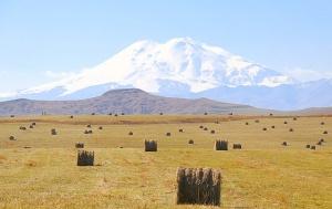 Travelnews.lv rīta agrumā apjūsmo Eiropas augstāko virsotni Elbruss. Atbalsta: Magtur 50