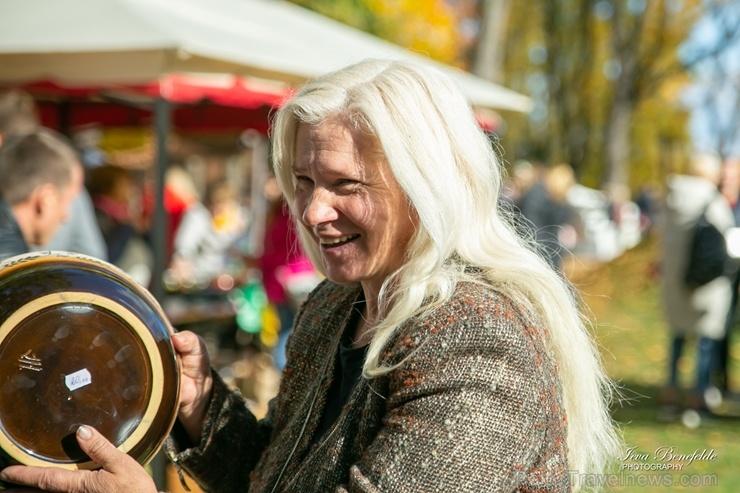 Kuldīgā ar bagātīgu tirdziņu, gardiem ēdieniem, dzērieniem un izklaidēm ikvienu apmeklētāju sagaidīja nozīmīgākais rudens pasākums – Hercoga Jēkaba ga