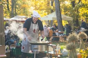 Kuldīgā ar bagātīgu tirdziņu, gardiem ēdieniem, dzērieniem un izklaidēm ikvienu apmeklētāju sagaidīja nozīmīgākais rudens pasākums – Hercoga Jēkaba ga 28