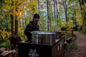 Vienkoču parkā norisinājās Uguns Nakts, kura mērķis ir vienu īso rudens dienu padarīt ilgāk gaišu, dot iespēju uzlādēt sevi ar sveču gaismu un siltumu 4