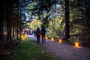 Vienkoču parkā norisinājās Uguns Nakts, kura mērķis ir vienu īso rudens dienu padarīt ilgāk gaišu, dot iespēju uzlādēt sevi ar sveču gaismu un siltumu 9