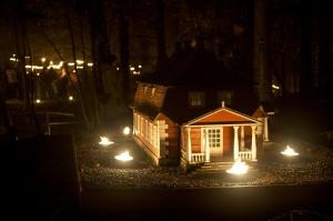 Vienkoču parkā norisinājās Uguns Nakts, kura mērķis ir vienu īso rudens dienu padarīt ilgāk gaišu, dot iespēju uzlādēt sevi ar sveču gaismu un siltumu 36