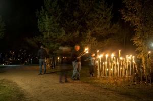 Vienkoču parkā norisinājās Uguns Nakts, kura mērķis ir vienu īso rudens dienu padarīt ilgāk gaišu, dot iespēju uzlādēt sevi ar sveču gaismu un siltumu 40