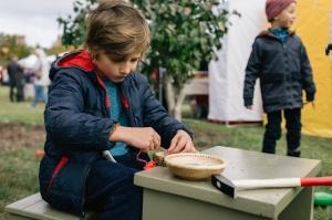 Jau astoto gadu Latvijas sulīgākais festivāls Dobelē pulcē novada un apkārtnes mājražotājus, stādaudzētājus, augļkopjus un interesentus 13