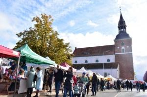 Simjūda tirgus Valmierā pulcē tirgotājus ar viduslaiku Livonijas labumiem 2