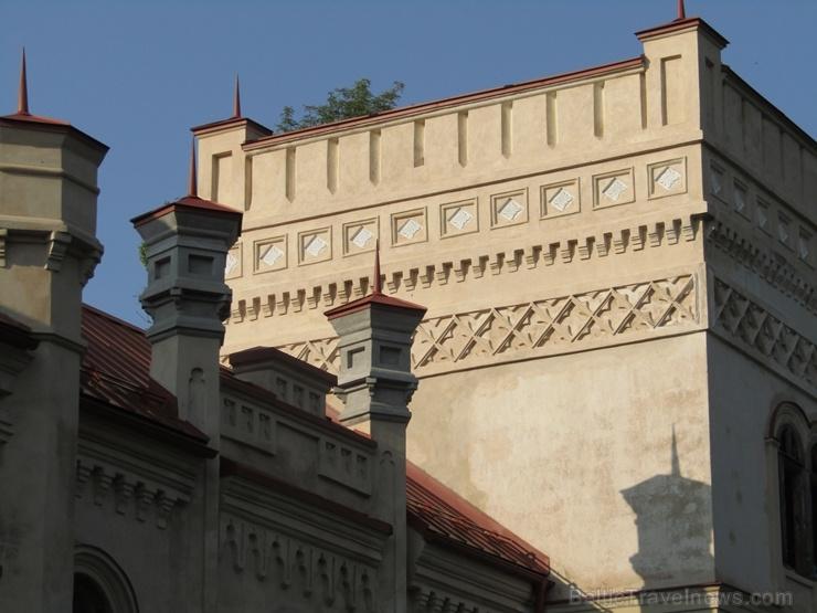 Preiļu pils ir viena no Preiļu muižas kompleksa ēkām – izcilākā, krāšņākā un iespaidīgākā