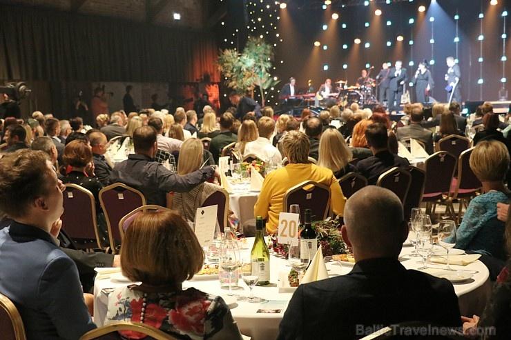 Latvijas populārākais šefpavārs Mārtiņš Rītiņš lielā draugu un viesu pulkā svin 70