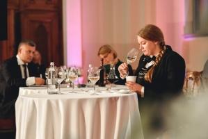 Rīgā norisinājās Baltijas labāko vīnziņu konkurss Vana Tallinn Grand Prix 2019, kurā par labākā vīnziņa un labākā jaunā vīnziņa titulu cīnījās pretend 11