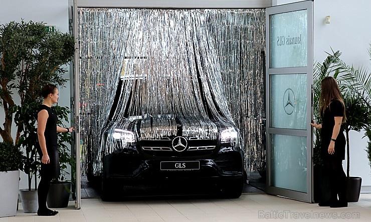 «Domenikss» medijiem prezentē jaunās paaudzes «Mercedes Benz GLS» apvidus automobili