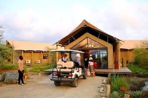 Travelnews.lv ar nakšņojumu iepazīst burvīgu vietu uz salas «Kingfisher Lodge». Atbalsta: VisitSharjah.com un Novatours.lv 1