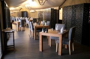 Travelnews.lv ar nakšņojumu iepazīst burvīgu vietu uz salas «Kingfisher Lodge». Atbalsta: VisitSharjah.com un Novatours.lv 23