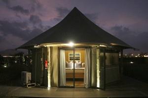 Travelnews.lv ar nakšņojumu iepazīst burvīgu vietu uz salas «Kingfisher Lodge». Atbalsta: VisitSharjah.com un Novatours.lv 55